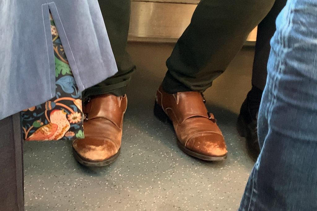 靴は磨けよ、ってか?